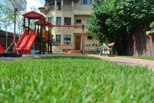 gradinita lindenblute germana sector 1 Bucuresti iarba verde 300x201
