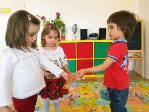pick me academy milescu sector 2 Bucuresti copii in sala de clasa 2 300x225
