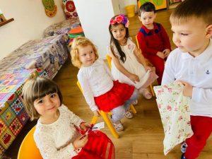 pick me academy milescu sector 2 Bucuresti copii in sala de clasa 300x225